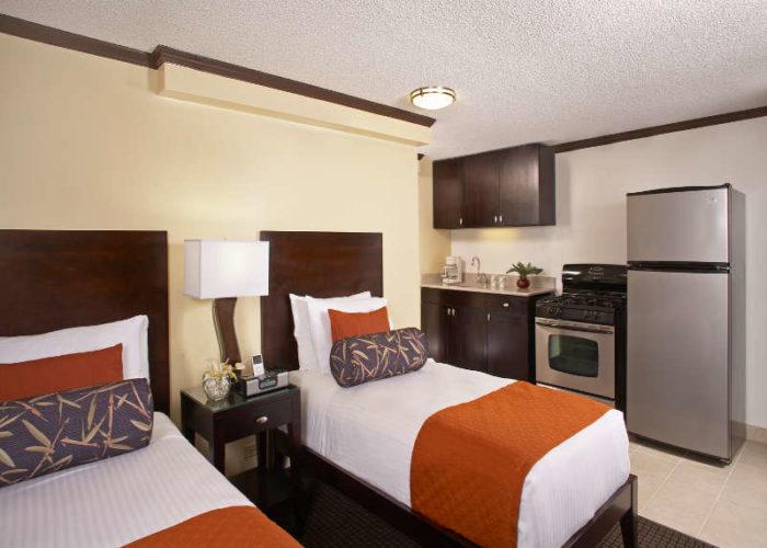 800x600-Aqua_Bamboo_Waikiki_1BR_Full_Kitchen